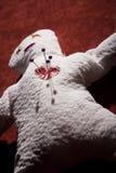 Voodoo-Puppe mit Stiften in seinem Inneren Lizenzfreie Stockfotos