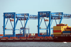 Voor de containerhaven van de Rivierscheepswerf Royalty-vrije Stock Afbeeldingen