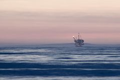 Voor de kust booreiland Stock Afbeelding