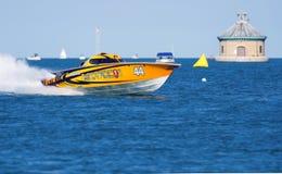 Voor de kust het Rennen Boot Stock Foto's
