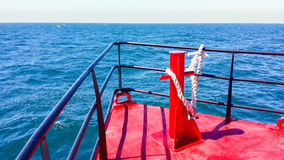 Voor de kust op zee Stock Foto's