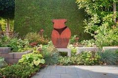 Voor decoratie een beeldhouwwerk van het sexie roestig metaal Stock Foto's
