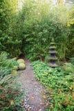 Voor decoratie een pagode in de tuin Stock Afbeeldingen