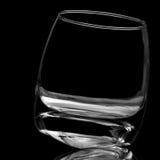 Voor een glas whisky op zwarte achtergrond niet wordt gevuld Stock Fotografie