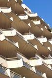 Voor Kant van een Gebouw met Veel Balkon Stock Foto