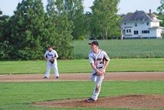 Voor niet een waterkruik die van het middelbare schoolhonkbal de bal werpen Stock Foto