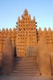 Voor poort en minaret op moskee Djenne royalty-vrije stock foto's