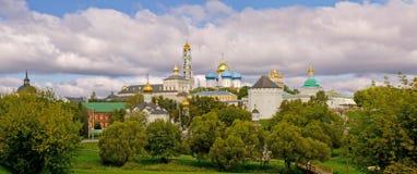 Drievuldigheid Lavra van St. Sergius. Panorama Royalty-vrije Stock Afbeeldingen