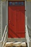 Voor Rode Deur aan een Gebouw Stock Afbeelding