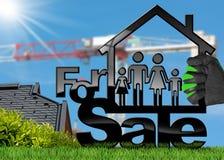 Voor Verkoop - ModelHouse met een Familie Stock Afbeelding