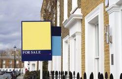Voor verkoophuis in Londen stock foto
