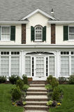 Vooraanzicht bij familiehuis in de voorsteden van Philadelphia Stock Foto's