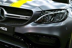Vooraanzicht van een coupé 2017 van Mercedes Benz C 63s AMG Auto buitendetails stock afbeelding