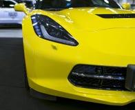 Vooraanzicht van een geel Chevrolet-Korvet Z06 Auto buitendetails Stock Foto