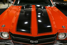Vooraanzicht van een grote retro Amerikaanse spierauto Chevrolet Camaro SS Auto buitendetails Royalty-vrije Stock Afbeeldingen