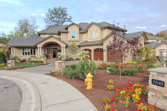Vooraanzicht van een huis voor verkoop no.2 Stock Fotografie