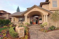 Vooraanzicht van een huis voor verkoop no.3 Royalty-vrije Stock Foto's