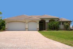 Vooraanzicht van generisch Florida huis Stock Foto's