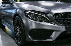 Vooraanzicht van Mercedes Benz C 43 AMG 4Matic V8 bi-Turbo 2018 Auto buitendetails stock afbeelding