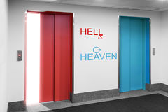 Vooraanzicht van moderne lift aan helo hemel stock fotografie