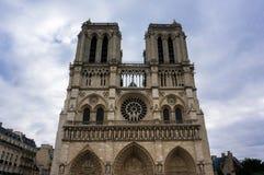 Vooraanzicht van Notre Dame in Parijs, Frankrijk Royalty-vrije Stock Fotografie