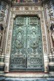 Vooraanzicht van Santa Maria del Fiore-kathedraal hoofddeur in hdr royalty-vrije stock fotografie