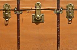 Vooraanzicht van uitstekende koffer Stock Foto's