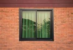 Vooraanzicht van vensterbuitenkant Stock Foto's