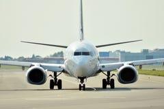 Vooraanzicht van vliegtuig vóór start royalty-vrije stock fotografie
