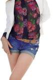 Vooraanzicht van vrouwelijk lichaam in jeansborrels, blouse, jasje. Royalty-vrije Stock Afbeeldingen
