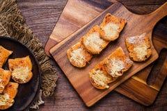 Voorbereide het bakken partijen van kruidig droog verscheurd varkensvleesbrood Stock Afbeeldingen