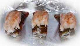 Voorbereide ongekookte zeekreeftstaarten Stock Foto's