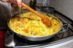 Voorbereidend Paella - Spaanse keuken Royalty-vrije Stock Foto
