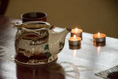 Voorbereiding van Chinese groene en zwarte thee - de lijst plaatste met KE Royalty-vrije Stock Foto