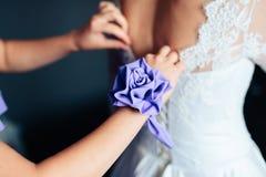 Voorbereiding van de bruid voor de vakantie Stock Afbeeldingen