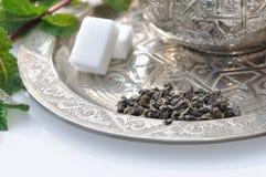 Voorbereiding van een maroccan thee Royalty-vrije Stock Afbeeldingen