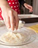 Voorbereiding van eigengemaakte lasagna's Stock Afbeeldingen