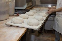 voorbereiding van gebakken goederen royalty-vrije stock afbeeldingen
