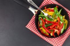 Voorbereiding van gekleurde paprika Royalty-vrije Stock Afbeelding
