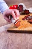 Voorbereiding van gerookte vleesdelicatessen royalty-vrije stock fotografie