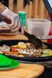 Voorbereiding van groenten op de barbecue-partij Royalty-vrije Stock Fotografie