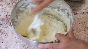 Voorbereiding van het cakedeeg mixing