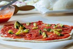 Voorbereiding van pizza Royalty-vrije Stock Fotografie