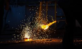 Voorbereiding van staal voor het gieten van en het maken van afgietsels Royalty-vrije Stock Fotografie