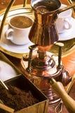 Voorbereiding van Turkse koffie. Stock Afbeeldingen
