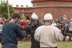 Voorbereiding voor de Vikingen Het historische weer invoeren en het festival kunnen 28, 2016, in Sain Royalty-vrije Stock Foto's