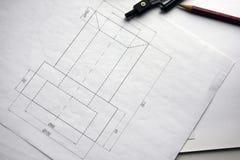 Voorbereiding voor het opstellen van documenten, tekeningen, hulpmiddelen en diagrammen op de lijst stock foto's