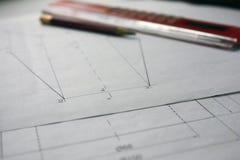Voorbereiding voor het opstellen van documenten, tekeningen, hulpmiddelen en diagrammen op de lijst royalty-vrije stock foto's