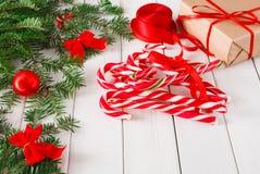 Voorbereidingen treffend voor Kerstmisachtergrond, hoogste mening Stock Foto