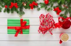 Voorbereidingen treffend voor Kerstmisachtergrond, hoogste mening Stock Fotografie